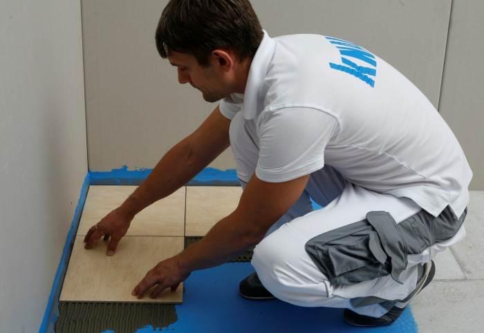 Укладка плитки на монолитный гидроизоляционный слой