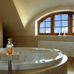 Окна для ванной в греческом стиле