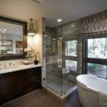 Пасторальные виды за окном в ванной