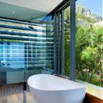 Ванная в стиле эко для коттеджа в горах
