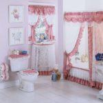 Текстильное барби-оформление ванной