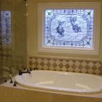 Витражное фальш-окно в ванной