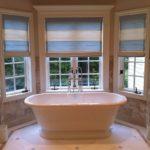 Комплексное окно в эркере для ванной