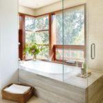 Качественное сочетание ванной и оконной конструкции