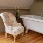Кресло в ванной