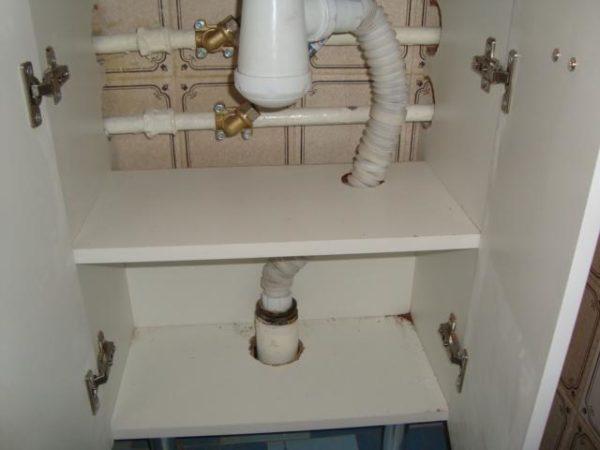 Прокладка труб через полки тумбы
