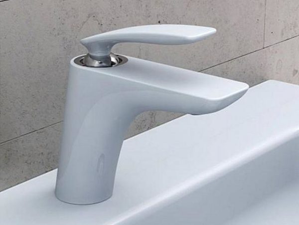 Литой смеситель для раковины в ванную комнату