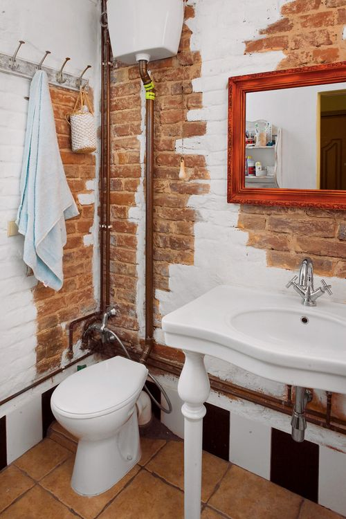 Незакрытые трубы в ванной