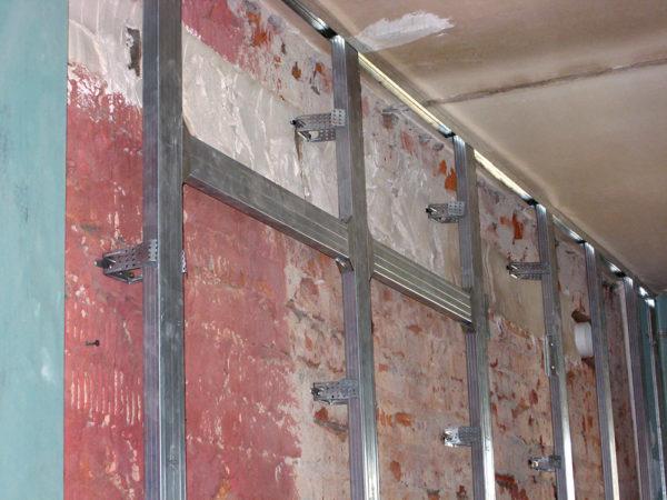 Каркас для фальш-стены из гипсокартона