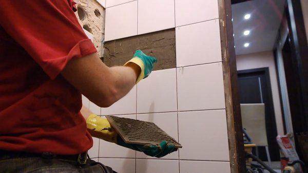 Монтаж отпавшей плитки