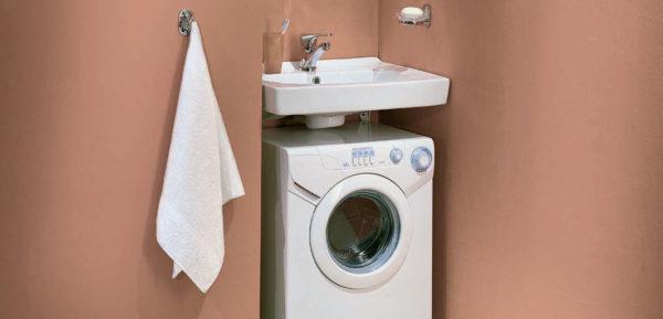 Раковина над стиральной машиной со сливом по центру