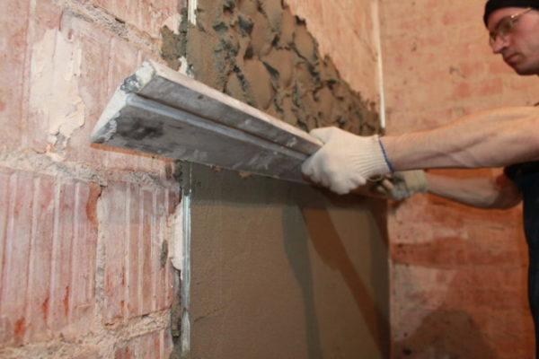 Оштукатуривание стен ванной под кафель