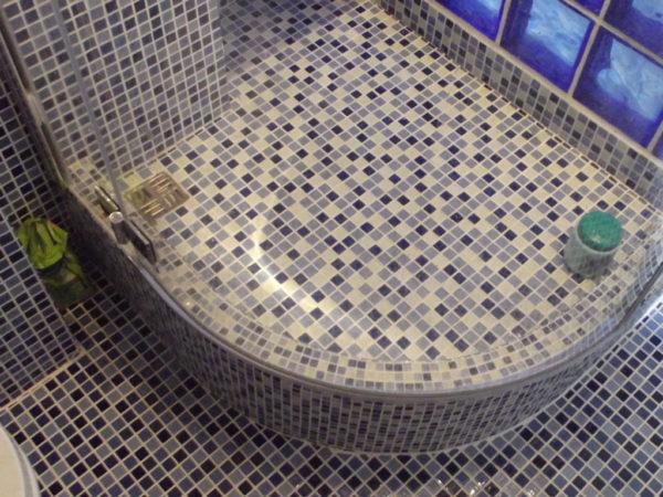 Облицовка душевой кабины мозаикой