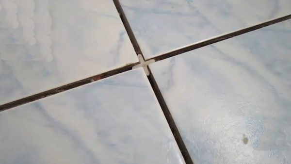 Широкий шов между плитками