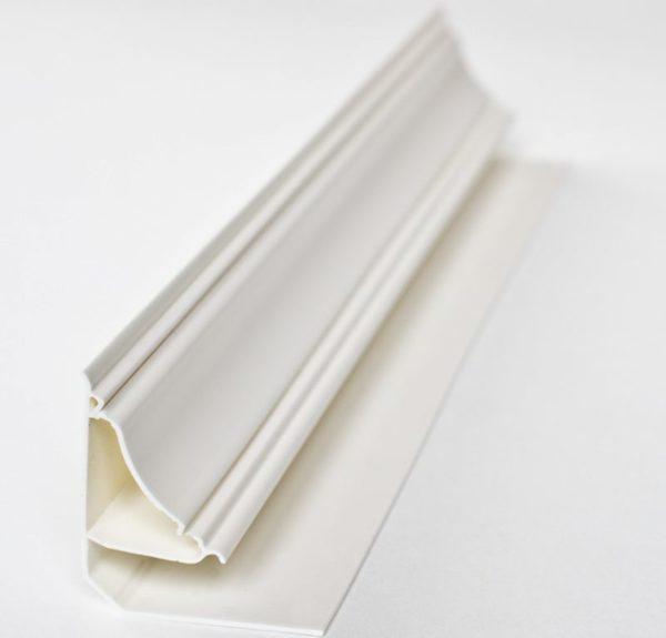 Закладной пластиковый плинтус для ванной