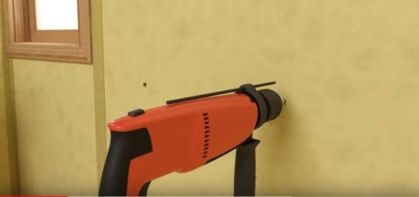 В ограждающих конструкциях высверливаются отверстия нужного диаметра