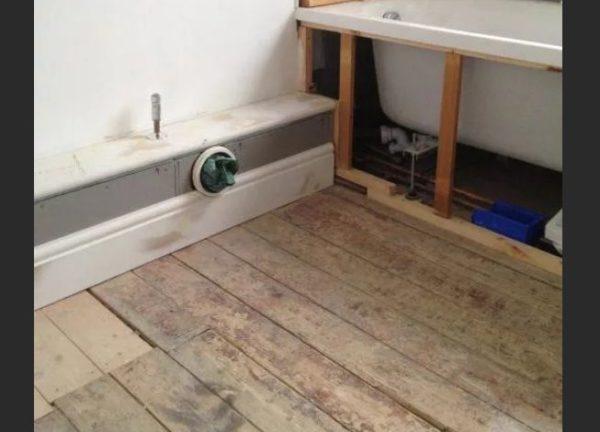 Отверстие в коробе для подключения сантехнического прибора к канализации