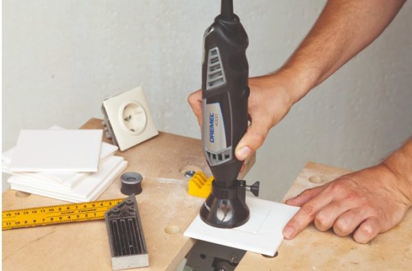 Гравер с приспособлением для фрезеровки
