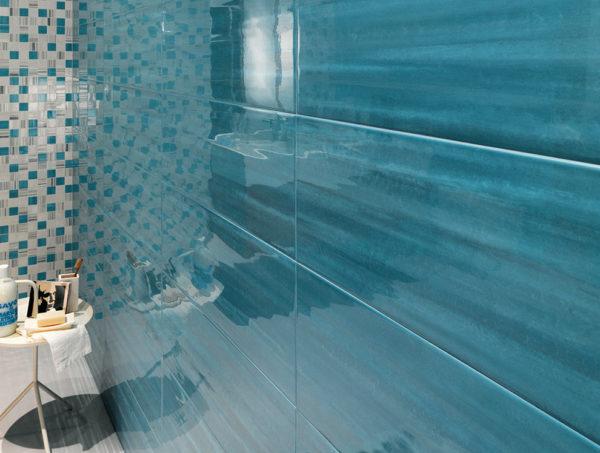 Глянцевая рельефная плитка в ванной