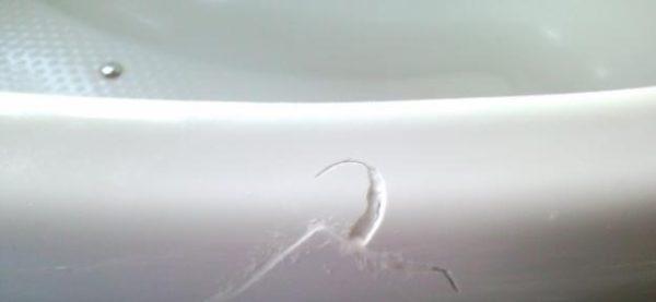 Царапины на акриловой ванне