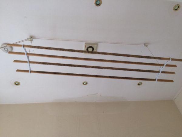 Фиксация подвесной системы на крючках
