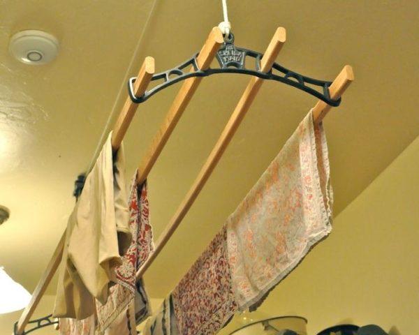 Самодельная конструкция для развешивания белья на балкон