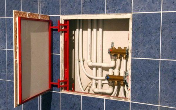 Ревизионный люк для доступа к разводке и счетчику водопроводному
