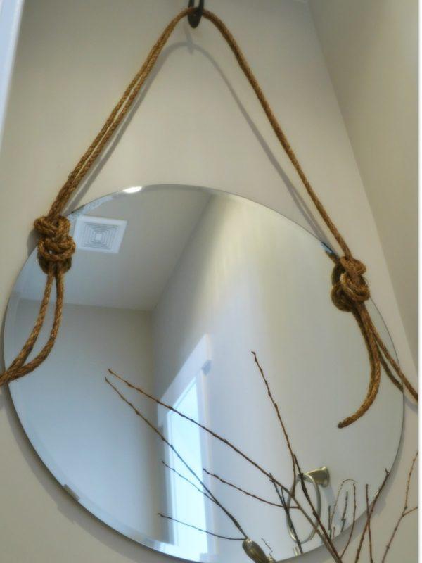Зеркало с отверстиями под шнур
