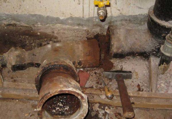 Засор чугунной канализации