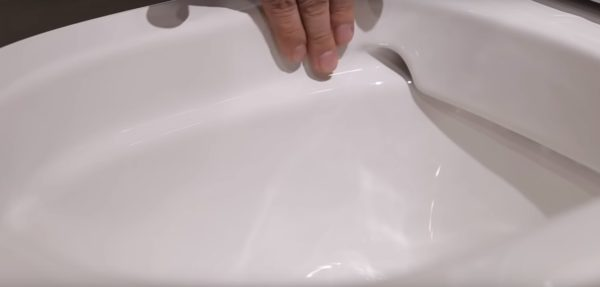 Безободковая чаша унитаза