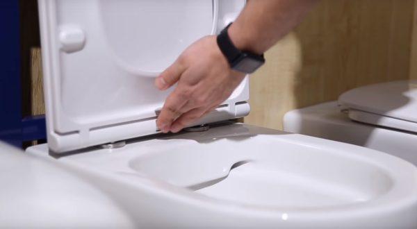 Быстросъемная крышка сантехнического прибора