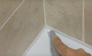 Как правильно сделать бордюр в ванной