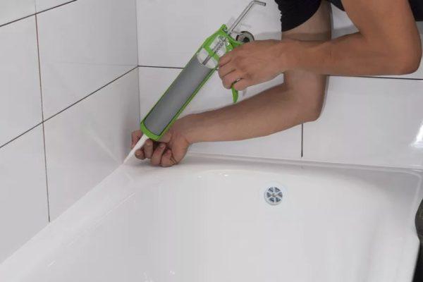 Чем приклеить керамическую плитку в ванной: что делать, если отваливается плитка от стены, как ее приклеить и как долго она прослужит