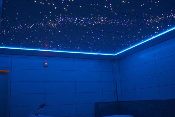 Пленочный потолок «звездное небо» в ванной