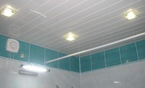 Как сделать потолок в ванной из ПВХ панелей своими руками