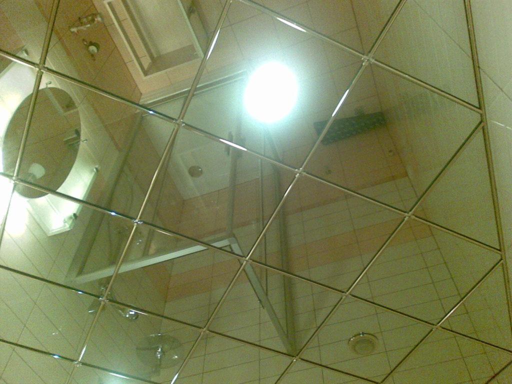 Зеркальный полок из стекла с амальгамой
