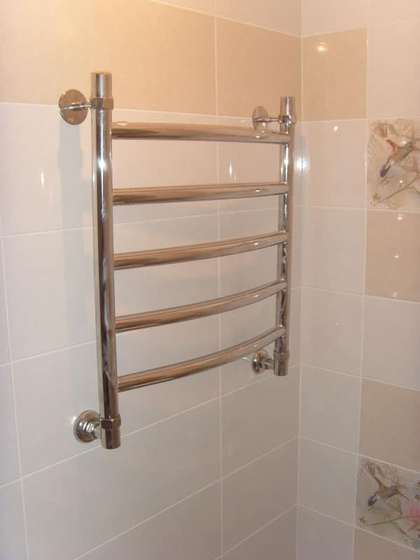 Как правильно установить полотенцесушитель в ванной