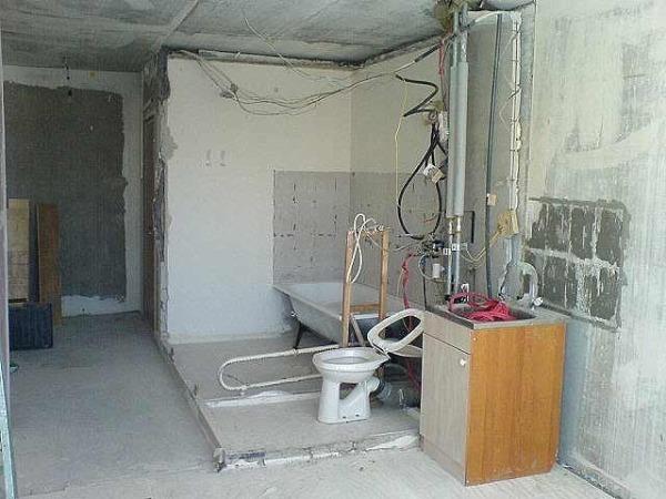 Санузел обычно не имеет смежных с жилыми комнатами стен